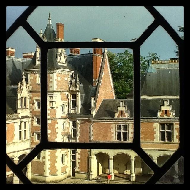 Из окна замка виден этот же же замок